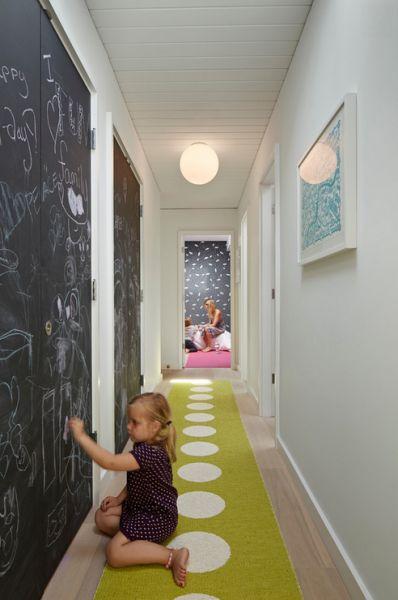 Декор в интерьере - графитовая стена